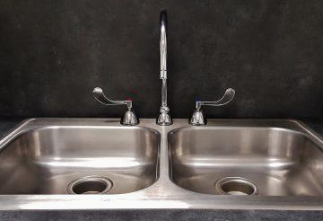 déboucher un évier sans plombier